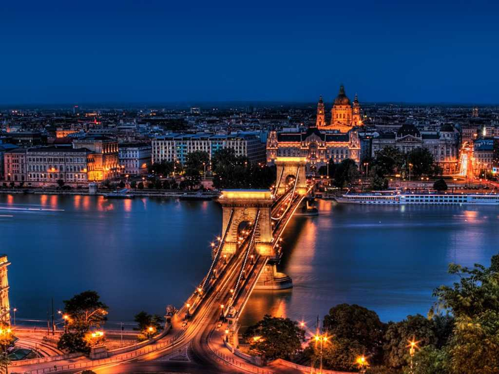 budapest-nightlife-wallpaper-1(FILEminimizer)