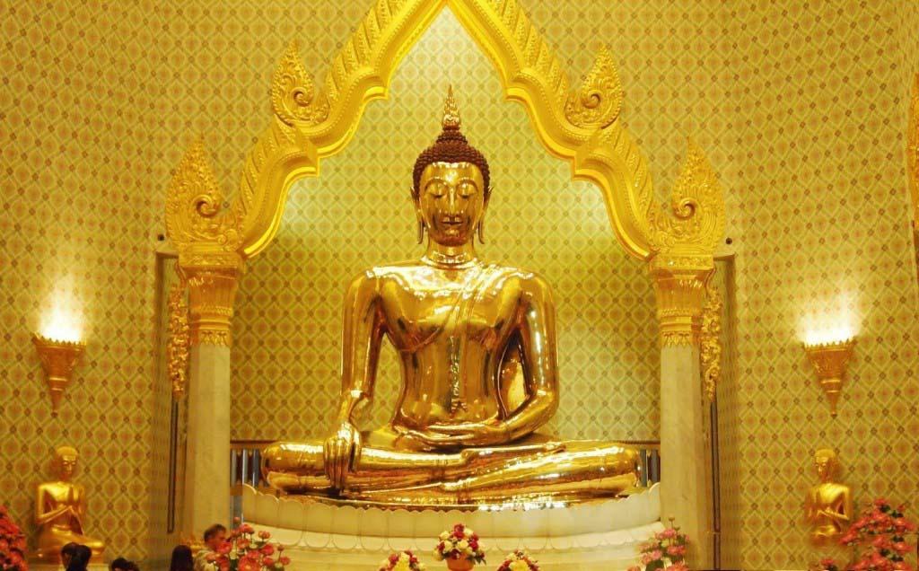 Kết quả hình ảnh cho cầu may mắn ở chùa bangkok