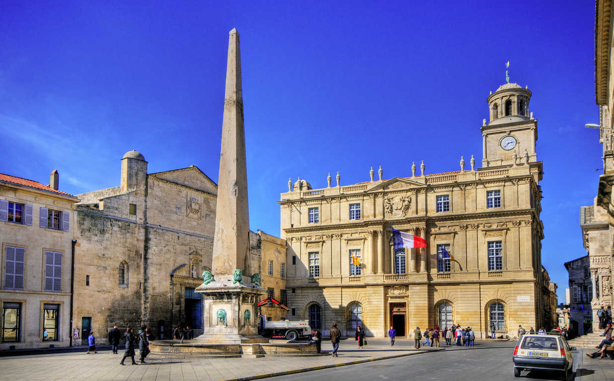 Arles_Place_de_la_République(FILEminimizer)